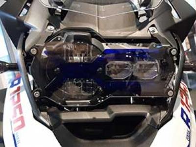 met electric blue filter gemonteerd